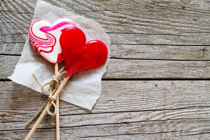 Concept de Saint Valentin - bruit en forme de coeur de sucette photos stock