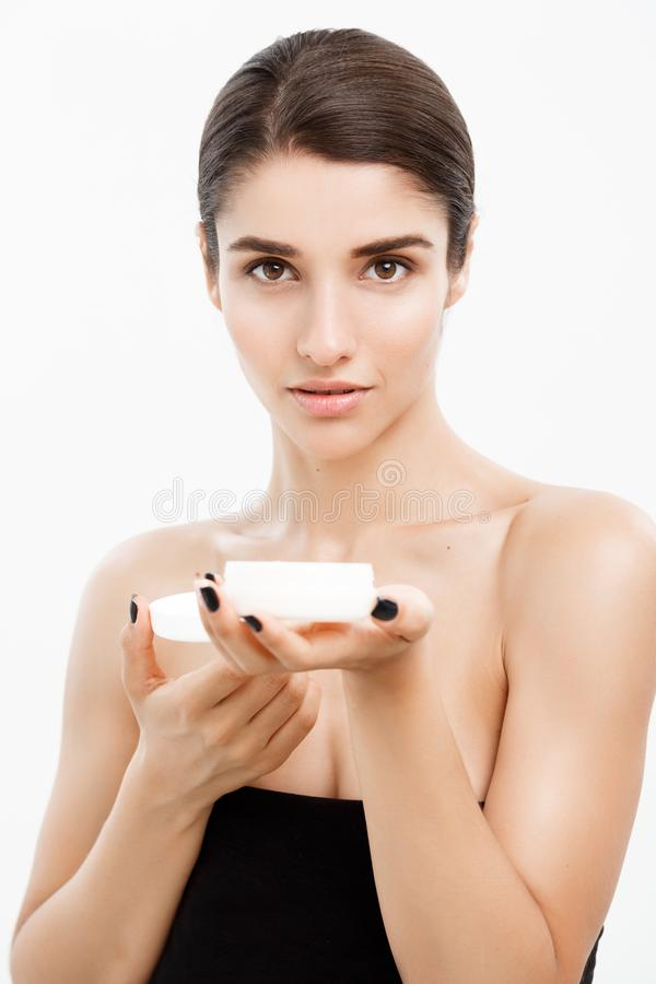 Concept de soins de la peau de la jeunesse de beauté - fermez-vous vers le haut du beau portrait caucasien de visage de femme pré images libres de droits