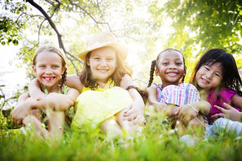Concept de sourire de proximité d'amitié de féminité d'amies images libres de droits