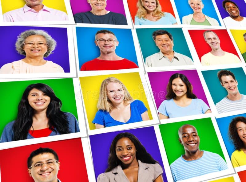 Concept de sourire gai multi-ethnique de diversité de personnes de visages image stock