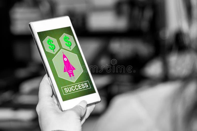 Concept de succès sur un smartphone photo libre de droits