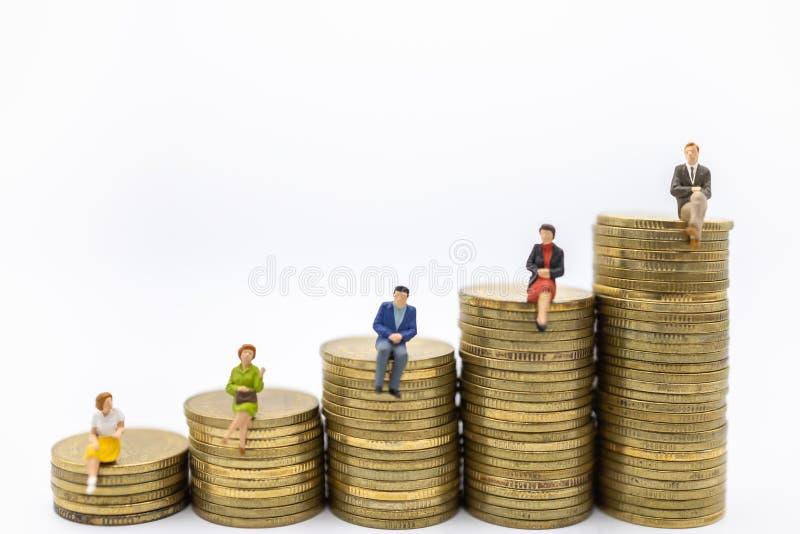 Concept de succession, de finances, d'affaires, d'argent, de sécurité et de économiser Fermez-vous du groupe de chiffres miniatur image stock