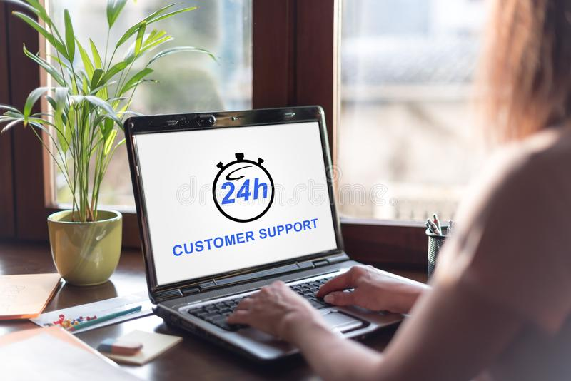 Concept de support à la clientèle sur un écran d'ordinateur portable images stock