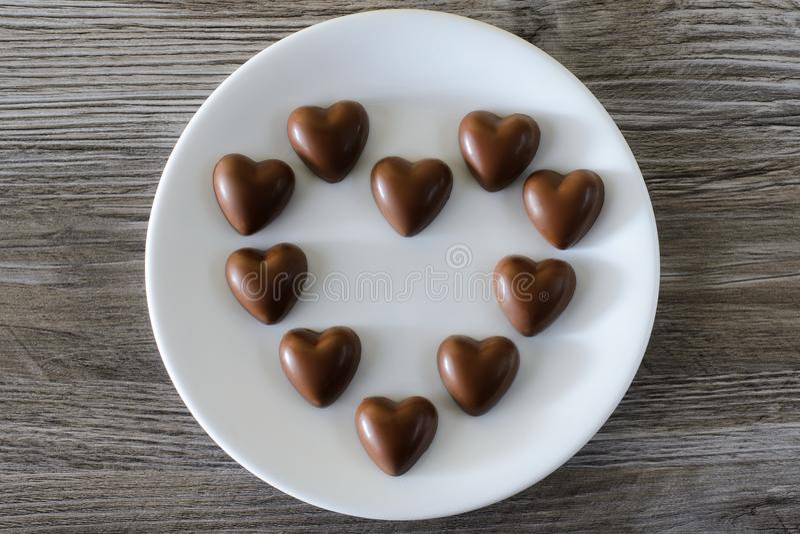 Concept de surprise de relations d'amour de sentiments de date du jour du ` s de valentine de St de vacances Dessus au-dessus de  images stock