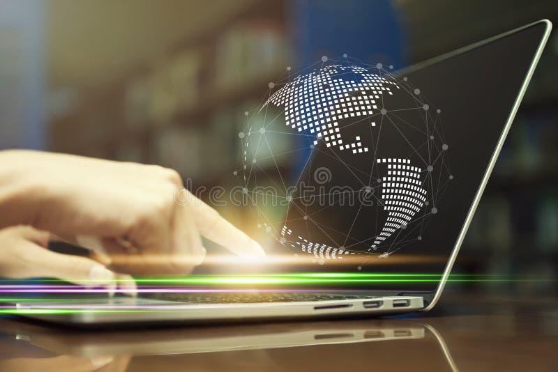 Concept de technologie de réseau et de connexion internet Main de plan rapproché images stock