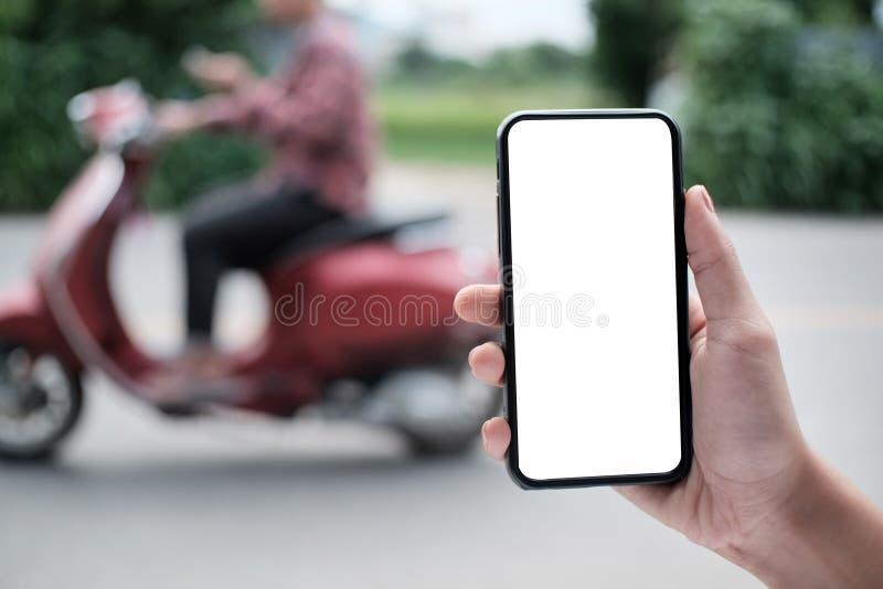 Concept de transport de Smartphone, Smartphone en main photographie stock libre de droits