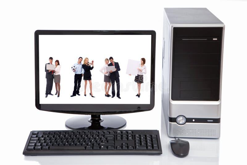 Concept de travail d'équipe dans l'affichage à cristaux liquides d'ordinateur photos stock