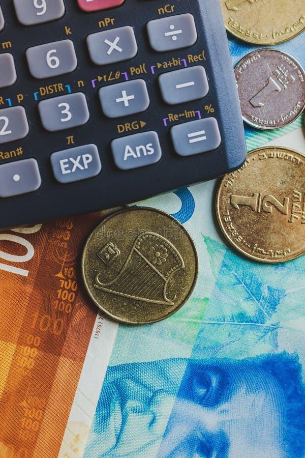 Concept de wiew de dessus d'argent de shekels Outil de calculatrice image stock