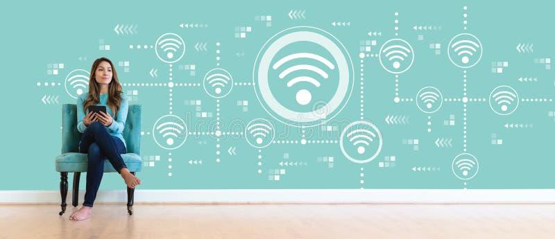 Concept de Wifi avec la jeune femme images libres de droits