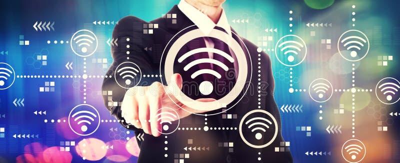 Concept de Wifi avec un homme d'affaires images stock