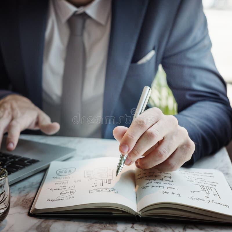 Concept de Working Thinking Business d'homme d'affaires image libre de droits