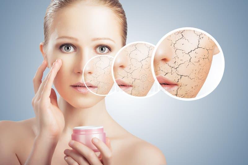 Concept des soins de la peau cosmétiques. visage de jeune femme avec le ski sec image libre de droits
