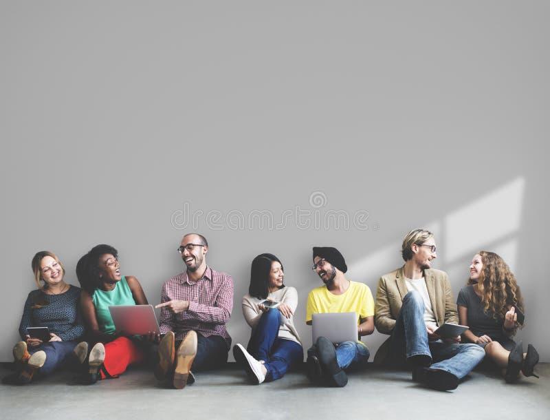 Concept divers de l'espace de copie de dispositif de Digital d'amitié de personnes image libre de droits