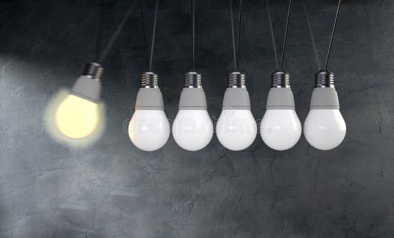 Concept du berceau de Newton avec l'ampoule sur le fond bleu photographie stock