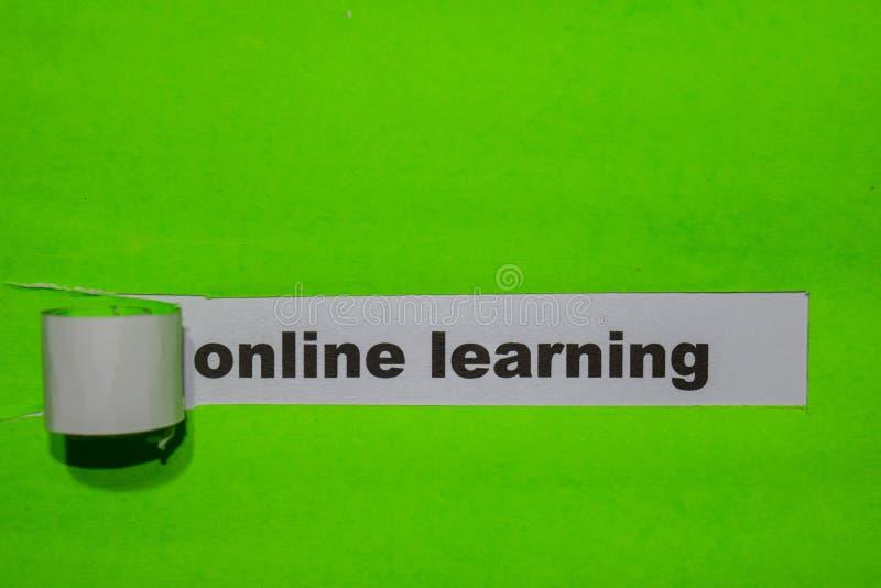 Concept en ligne d'étude, d'inspiration et d'affaires sur le papier déchiré vert photos stock