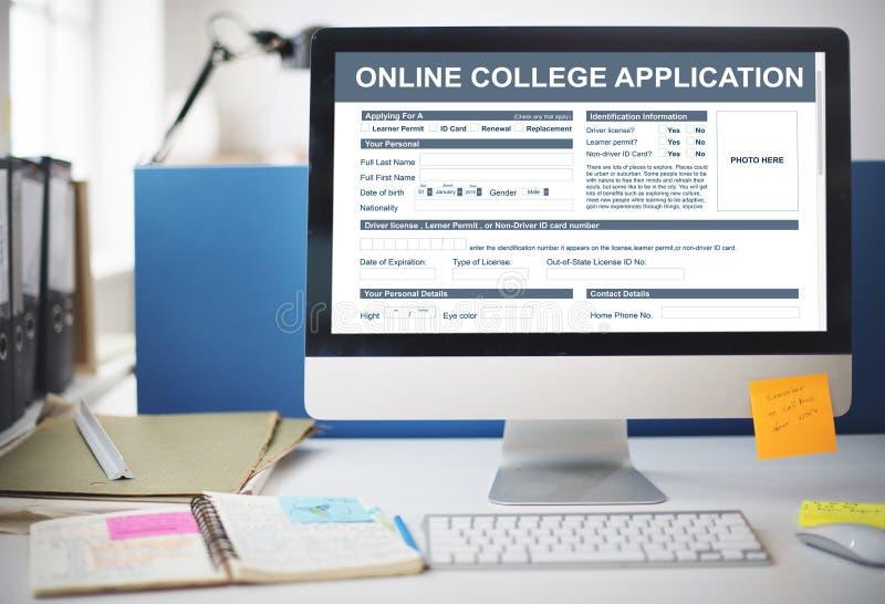 Concept en ligne de forme de document d'application d'université photographie stock