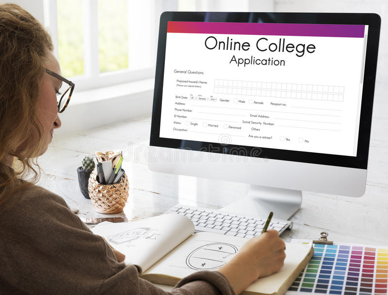 Concept en ligne de formulaire de demande d'université photo libre de droits