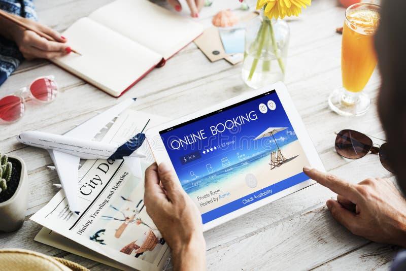 Concept en ligne de vol de voyage de réservation de billet de réservation photos libres de droits