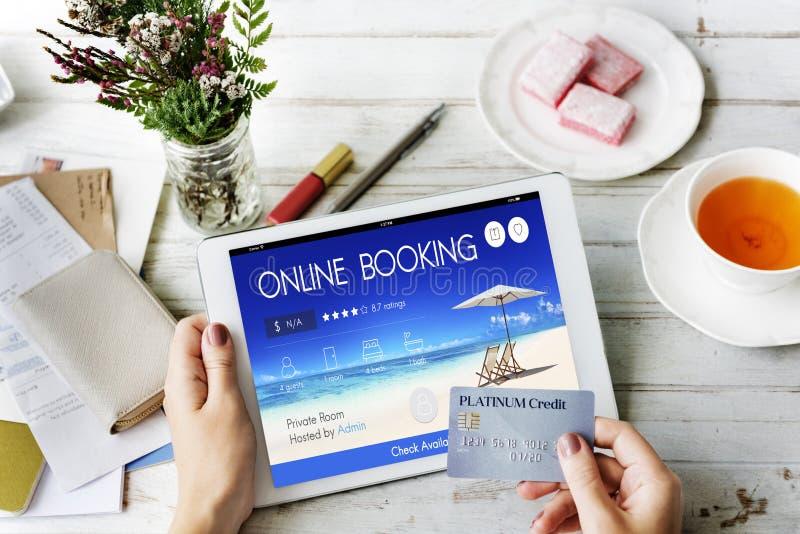 Concept en ligne de vol de voyage de réservation de billet de réservation photographie stock libre de droits