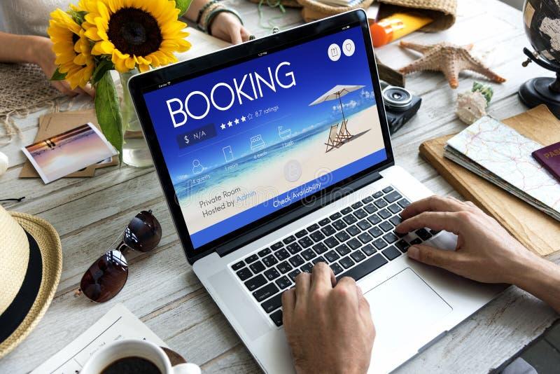 Concept en ligne de vol de voyage de réservation de billet de réservation photos stock