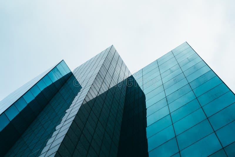 Concept en verre moderne d'architecture de gratte-ciel photo libre de droits