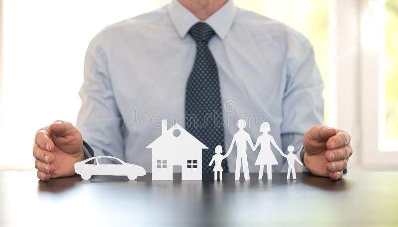 Concept familie, huis en autoverzekering stock fotografie