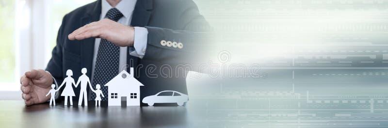 Concept familie, huis en autoverzekering Panoramische banner stock afbeelding