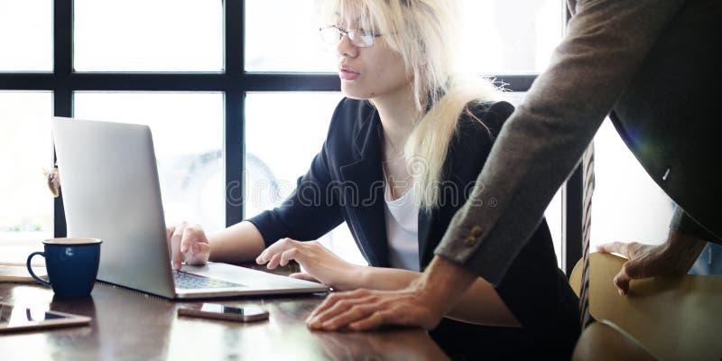 Concept fonctionnant de salle de travail de lieu de travail d'analyse commerciale de bureau image libre de droits