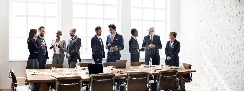 Concept fonctionnant de stratégie de discussion de réunion de groupe d'affaires photos stock