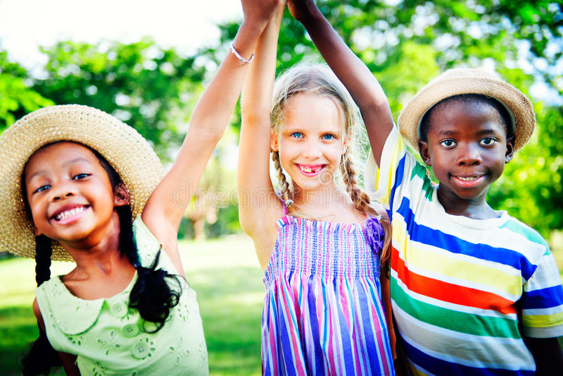 Concept gai d'amitié d'enfance d'enfants de diversité photographie stock libre de droits