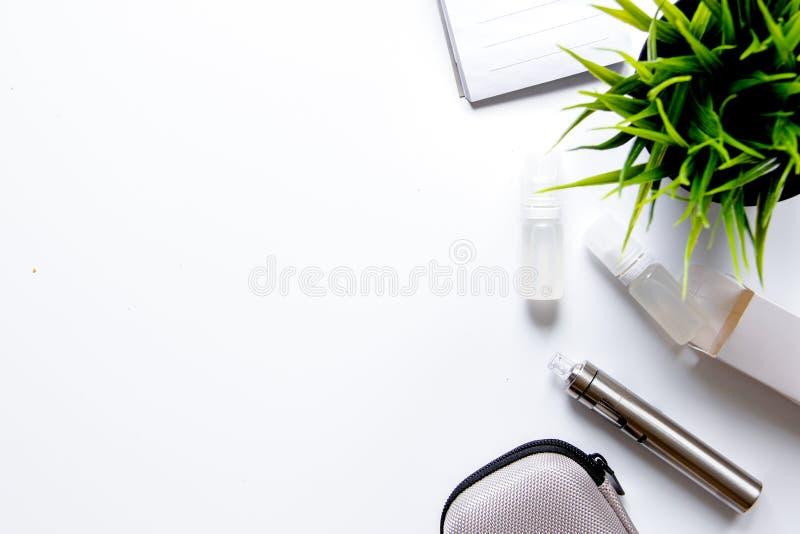 Concept - gevaren om te roken en elektronische sigaret hoogste mening royalty-vrije stock fotografie