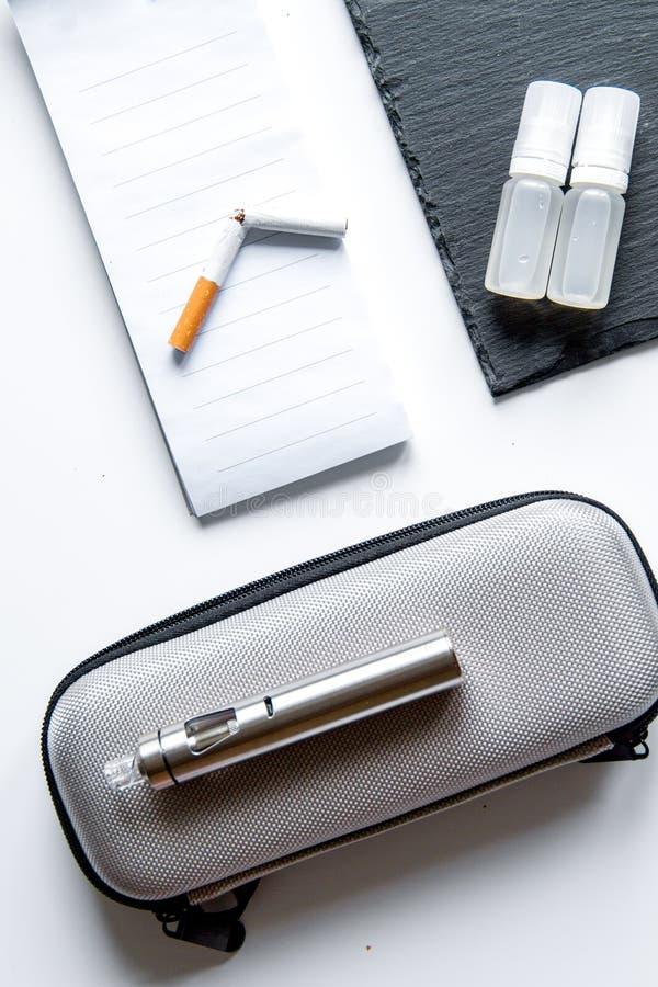 Concept - gevaren om te roken en elektronische sigaret hoogste mening royalty-vrije stock afbeeldingen