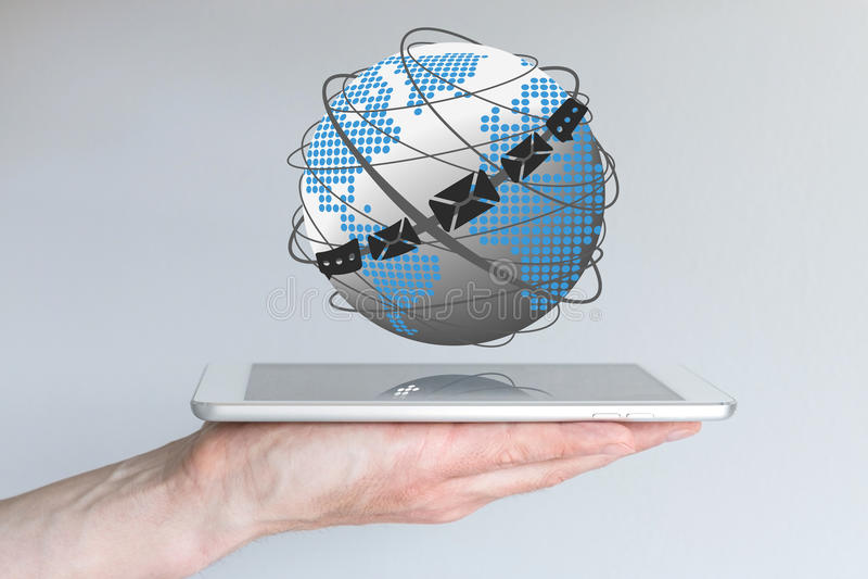 Concept globale mededeling via e-mail, praatje en overseinencliënten stock foto's