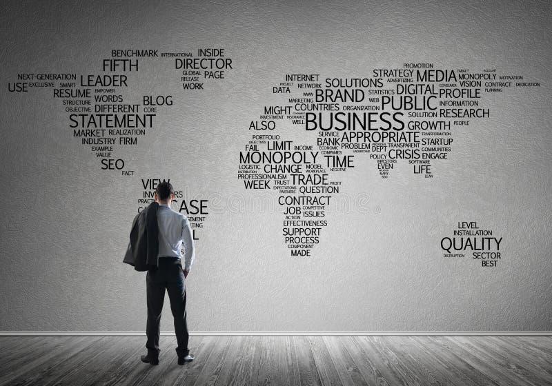 Concept globalisering en voorzien van een netwerk met bedrijfskaart van bedrijfssleutelwoorden stock foto