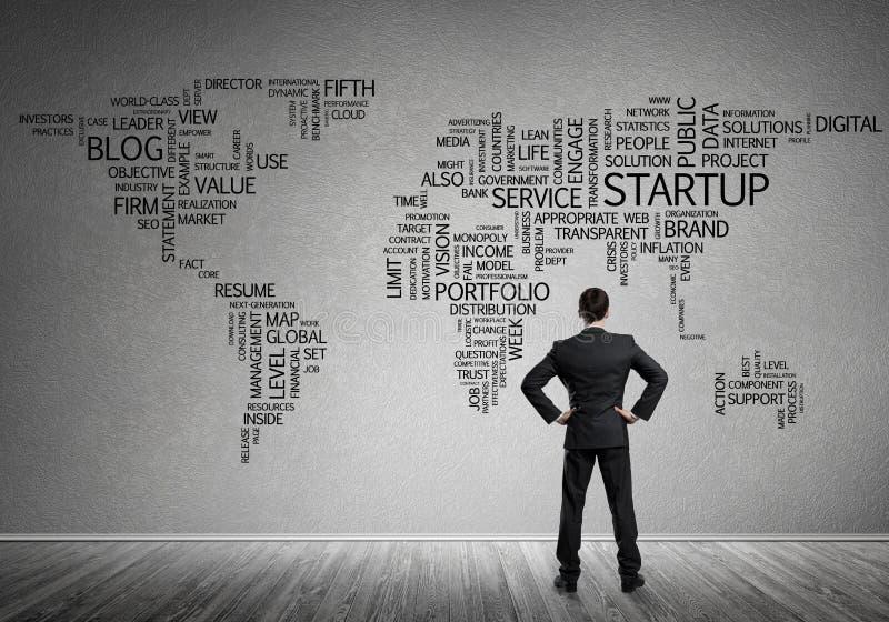 Concept globalisering en voorzien van een netwerk met bedrijfskaart van bedrijfssleutelwoorden royalty-vrije stock afbeelding