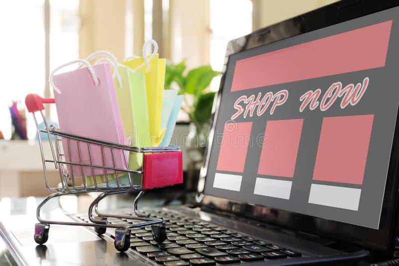 Concept het online winkelen De gemakkelijke Winkel nu Gemaakt Fr van de Elektronische handelwebsite royalty-vrije stock afbeeldingen