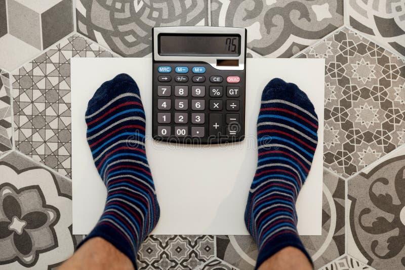 Concept idéal de calculatrice de poids photos libres de droits