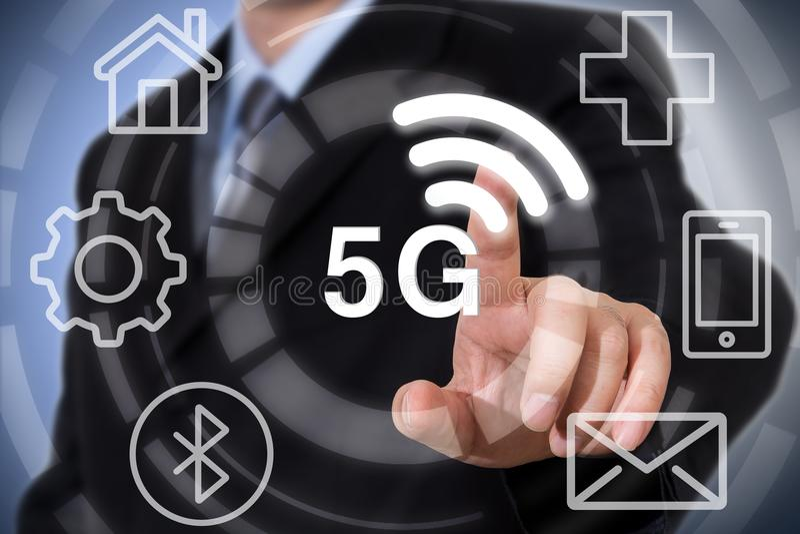 concept informatique mobile de mise en réseau de Web de services de télécommunications d'intégration de l'iot 5G photographie stock libre de droits