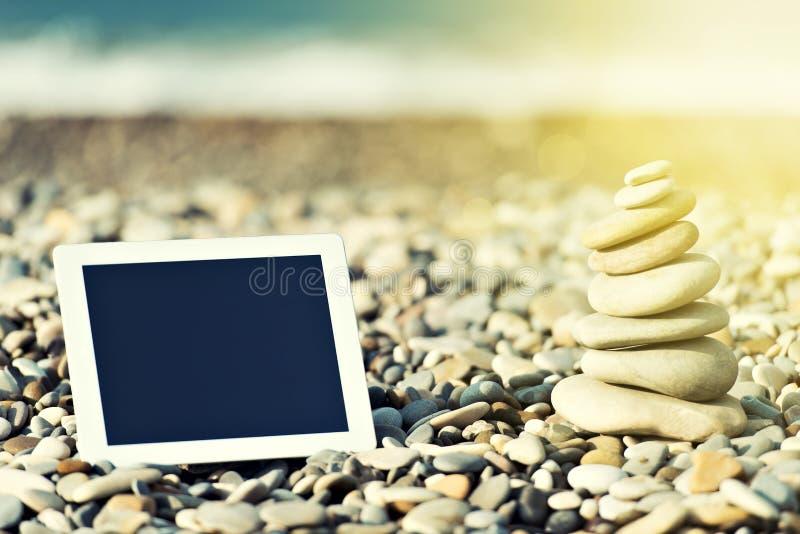 Concept Internet en mededeling. lege tabletcomputer  royalty-vrije stock foto's