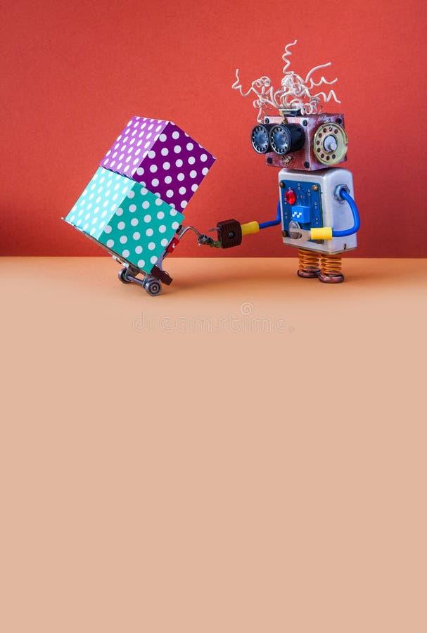 Concept logistique robotique de service de distribution Chargeur de robot avec le cric actionné de palette Mécanisme et boîte-cad photographie stock