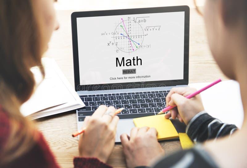 Concept mathématique d'école de la connaissance d'éducation de maths photo libre de droits