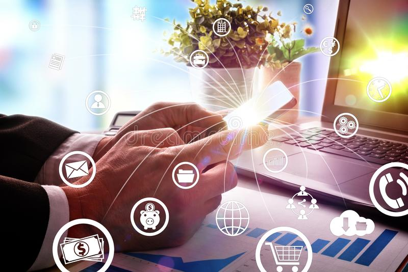 Concept mededeling en Internet in zaken met pictogrammen royalty-vrije stock afbeeldingen