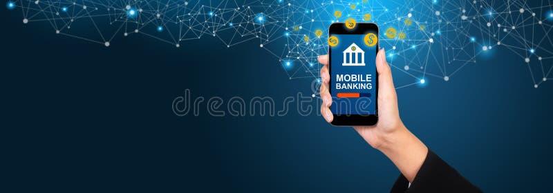 Concept mobile d'opérations bancaires Opérations bancaires mobiles sur l'écran de smartphone à b images libres de droits