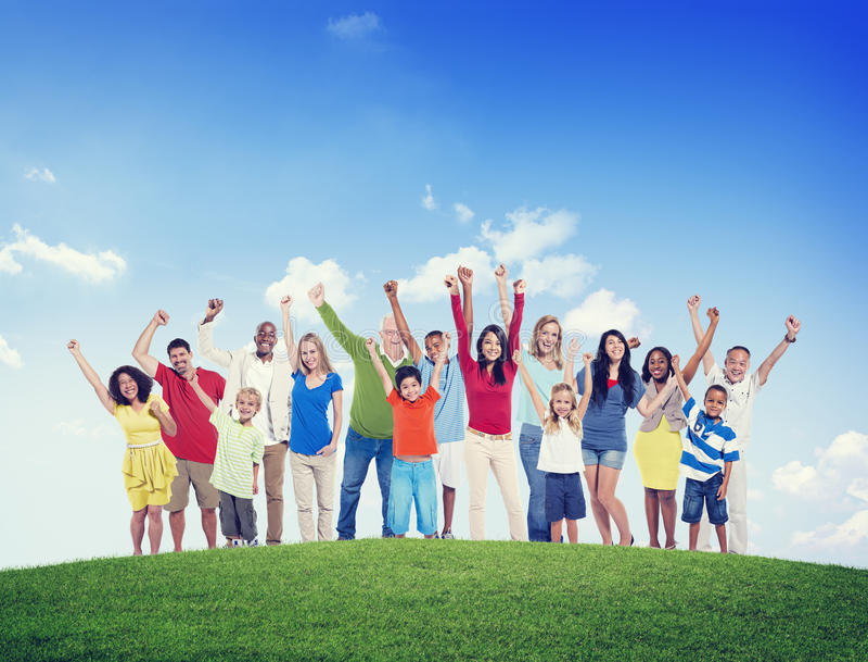 Concept multi-ethnique de succès de bonheur de groupe de célébration de personnes photo stock