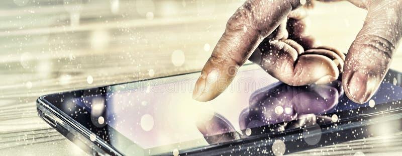 Concept: Nieuwjaar Van de vingermens of zakenman punten op een de tabletcomputer van het aanrakingsscherm Het lichtgevende scherm stock foto