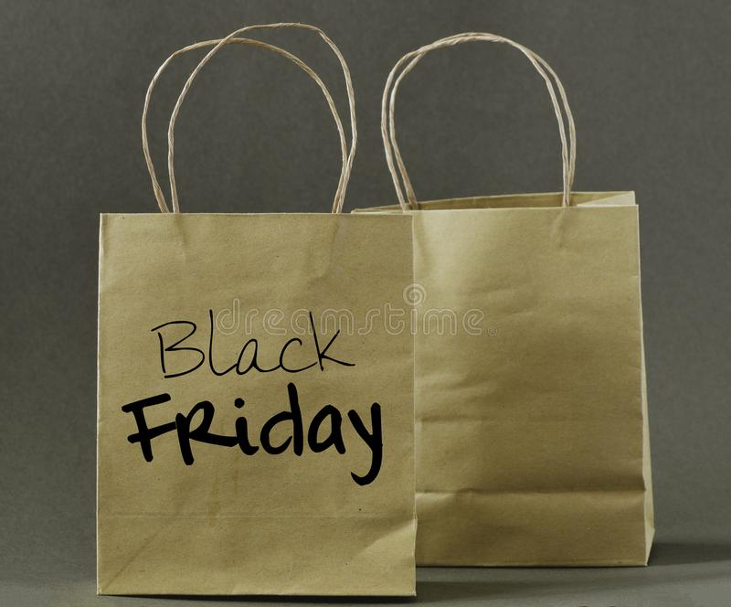 Concept noir de vendredi Sac à provisions de Black Friday photographie stock