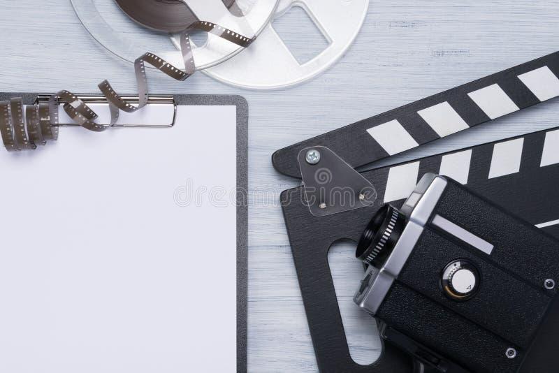 Concept oude videocassette en van de exploitant dingen op een lichte achtergrond royalty-vrije stock foto