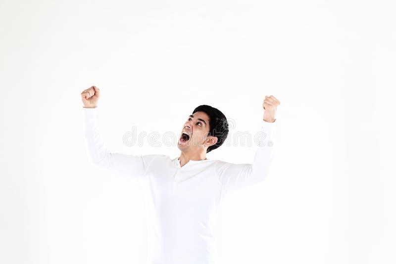 Concept overwinning: de zegevierend zakenman op witte achtergrond stock foto's