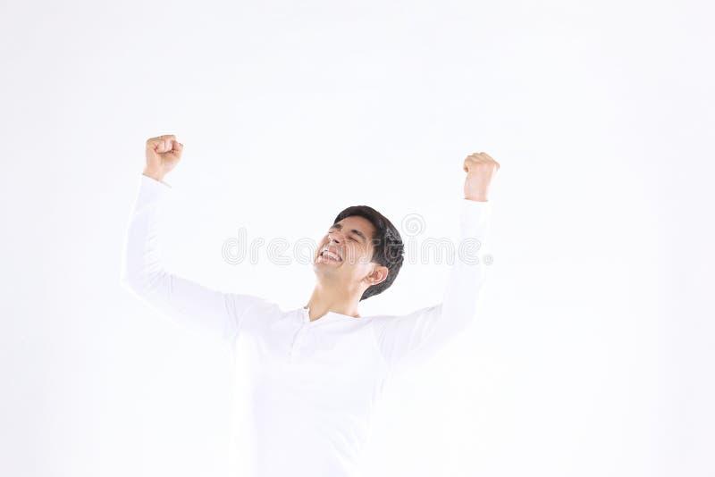 Concept overwinning: de zegevierend zakenman op witte achtergrond stock fotografie