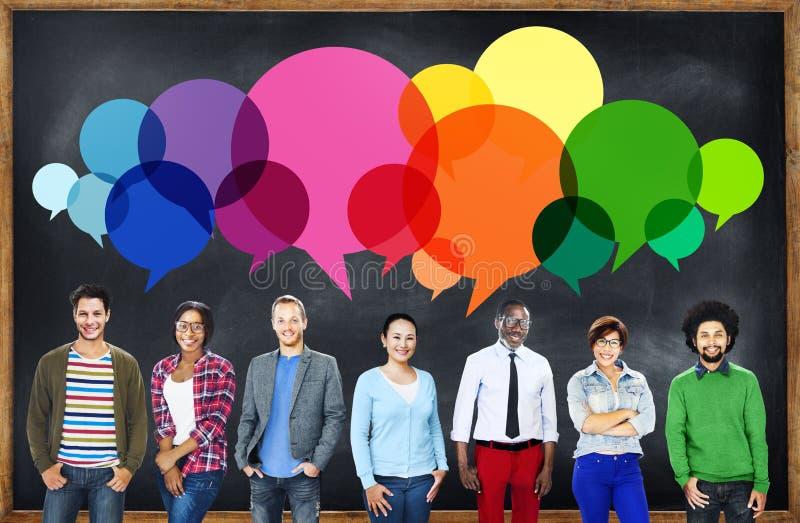 Concept parlant de communication de message occasionnel de personnes images libres de droits